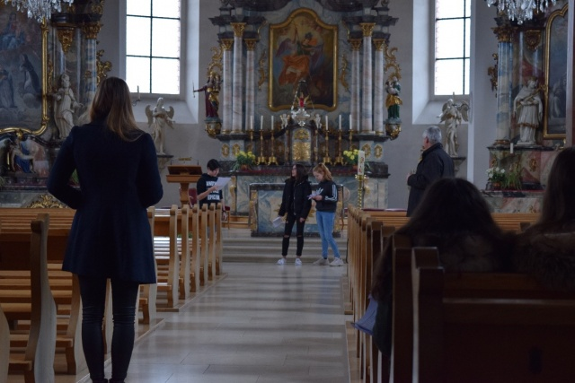 Céline Stocker und Christian Lang üben mit den Schauspielern Julien Mahrer, Michelle Schaad und Charlotte André
